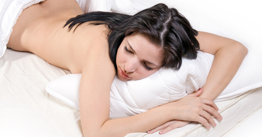 7 Scientific Reasons Why Sleeping Naked Is Really Good For You